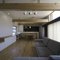 明るく開放的なリビングをシンプルにまとめたカジュアルモダンな家づくり
